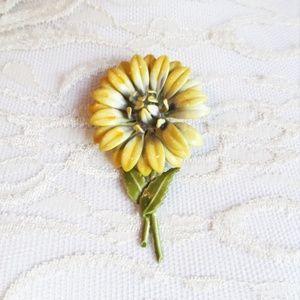 Vintage '60s Enamel Daisy Flower Hippie Brooch Pin